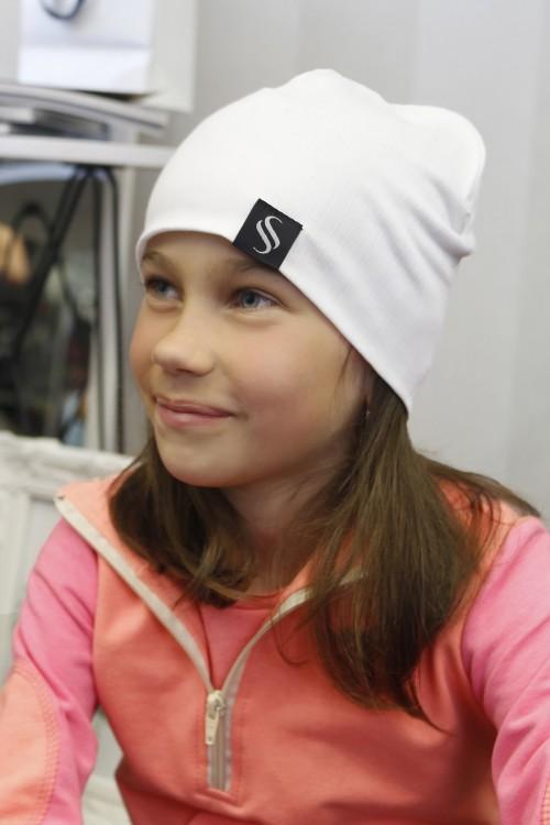 Detská čiapka Akai/biela